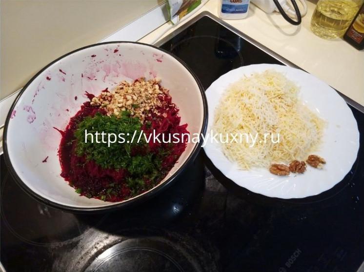 Салат из вареной свеклы без чеснока с сыром