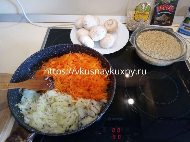 Перловая каша с луком и морковью рецепт с грибами пошаговый