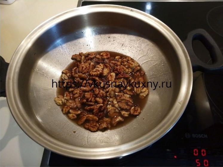 Варим грецкие орехи в медовом сиропе на сковороде ВОК