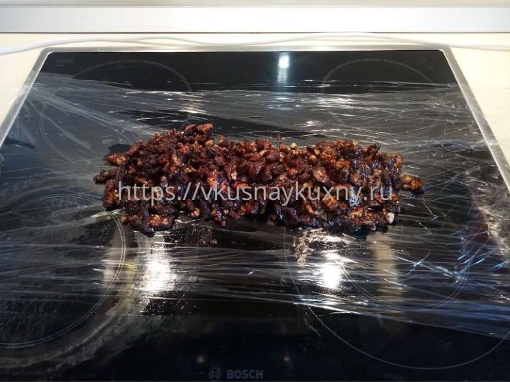 Шоколадная колбаска рецепт с орехами и курагой