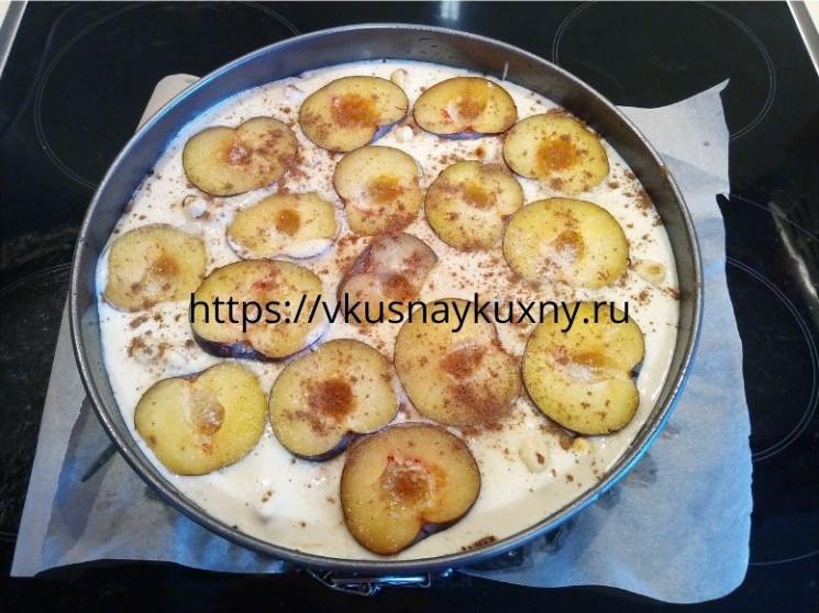 Пирог со сливами и корицей вкусный