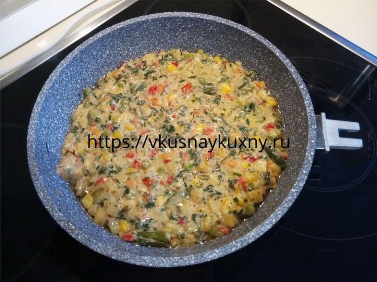 Овощная запеканка на сковороде в духовке